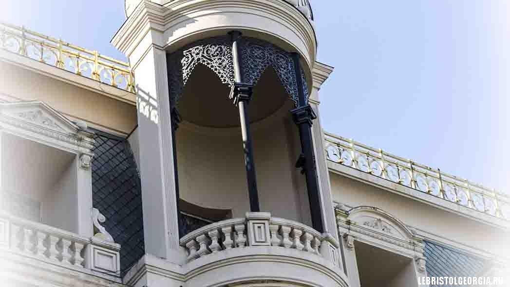балкон площадь европы батуми