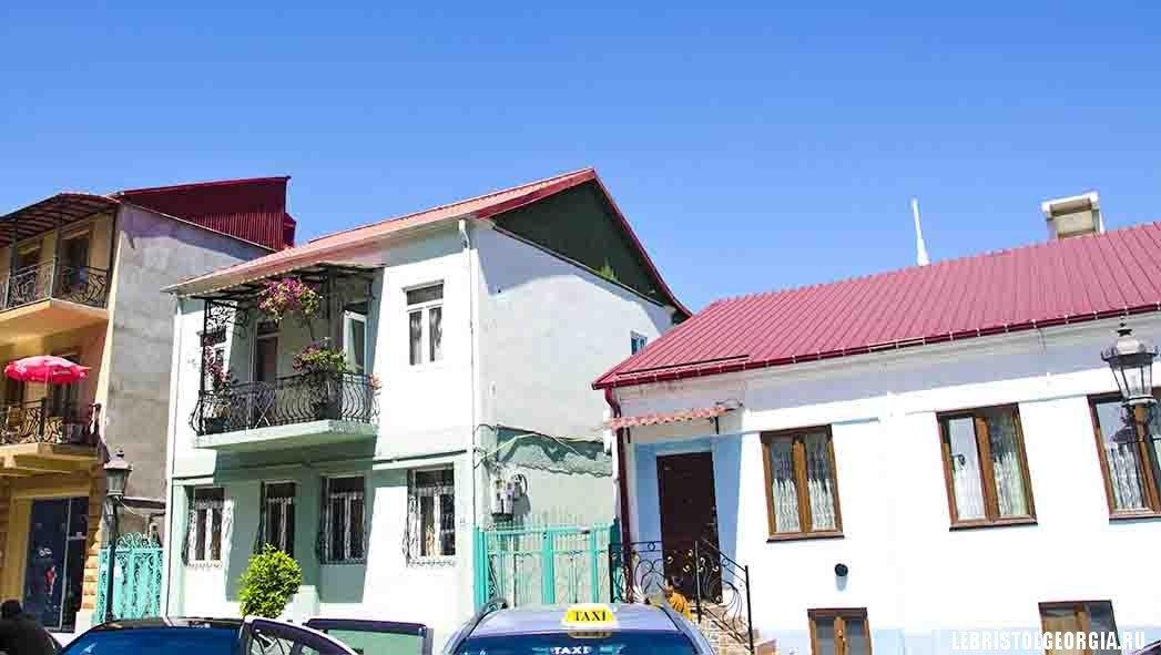дома рядом с площадью Пьяцца в Батуми