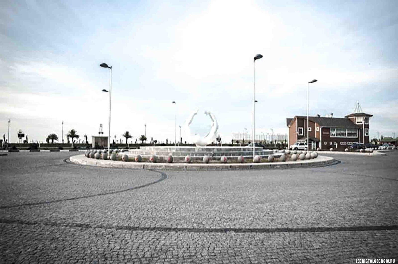 площадь героев в батуми