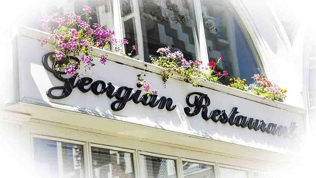 ресторан на площади Пьяцца в Батуми