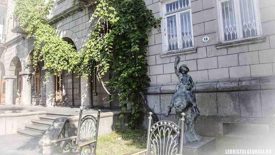 старый батуми скульптура