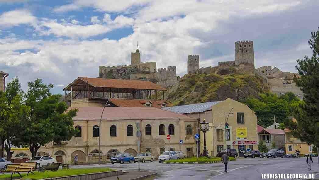 вид на крепость Рабат из Ахалцихе