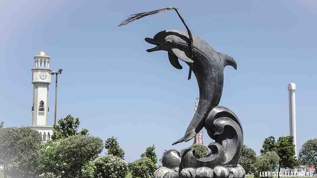 дельфины и башня чачи в батуми