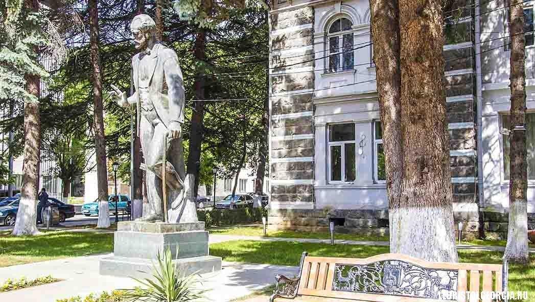 достопримечательности Боржоми памятник Чайковскому