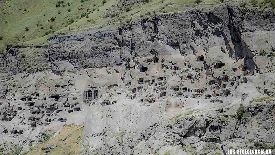 кельи пещеры Вардзия