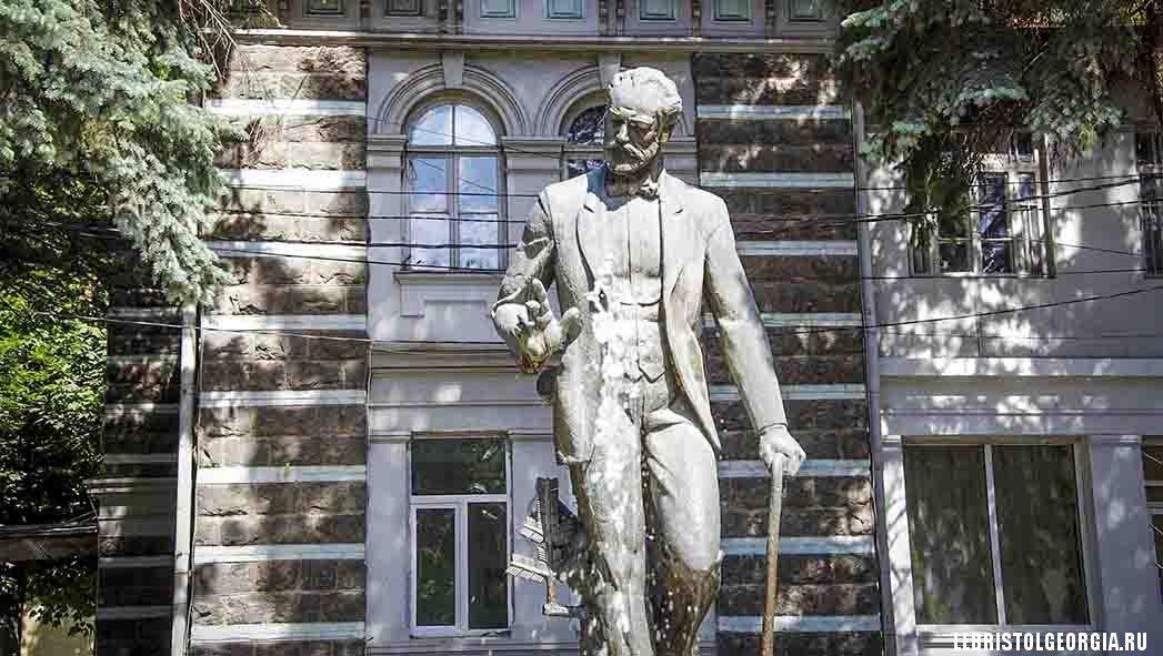 памятник Чайковскому город Боржоми