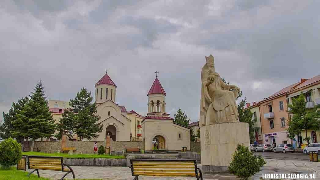 памятник царице Тамаре в Грузии