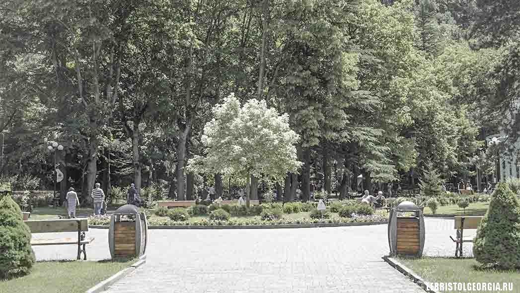 при входе в парк Боржоми