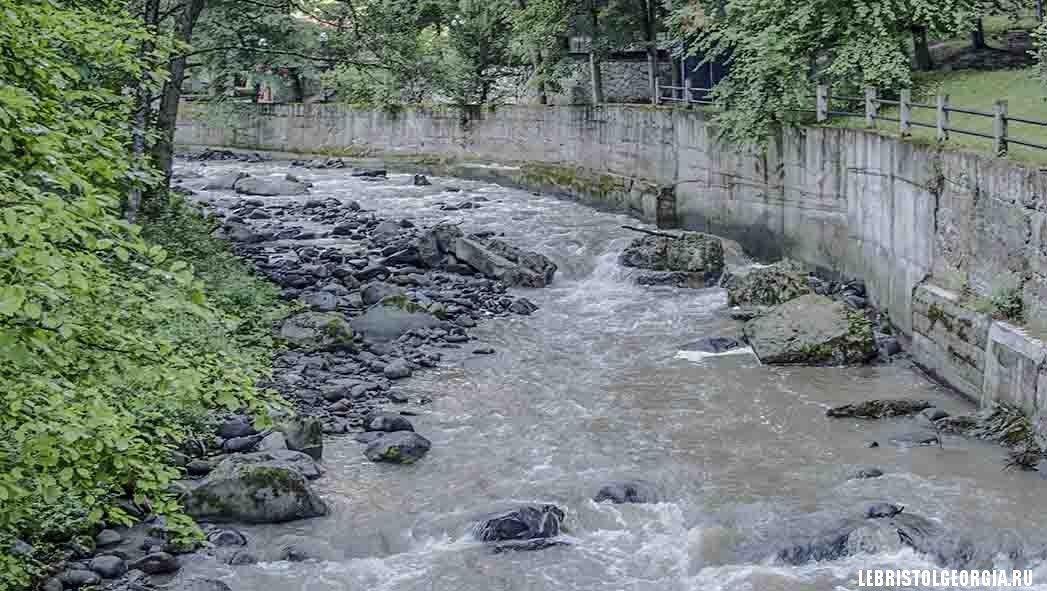 река в парке Боржоми