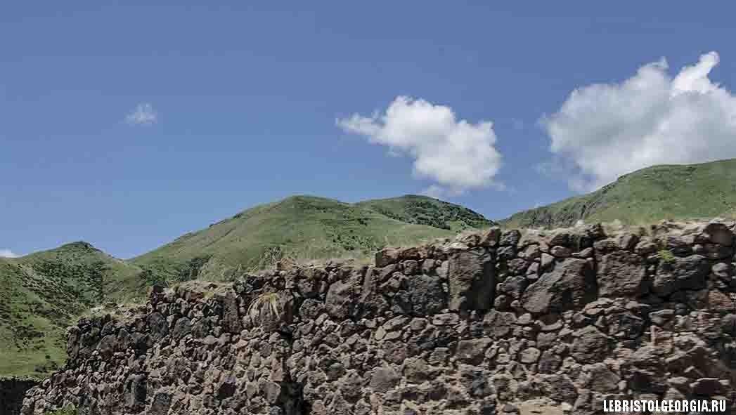руины крепости около Вардзия