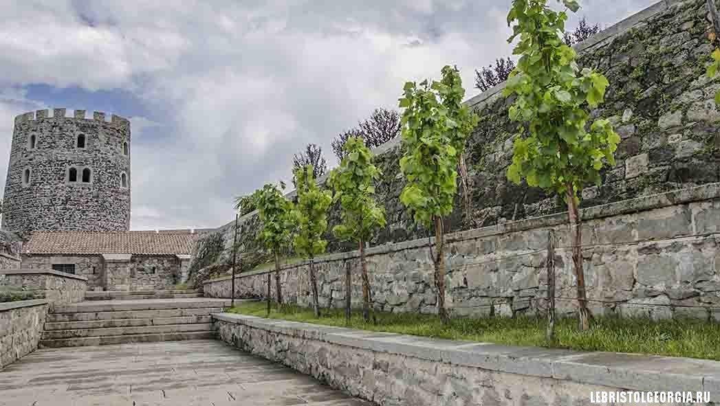 территория крепости Рабат