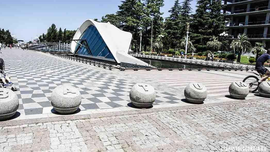 фонтан в парке батуми