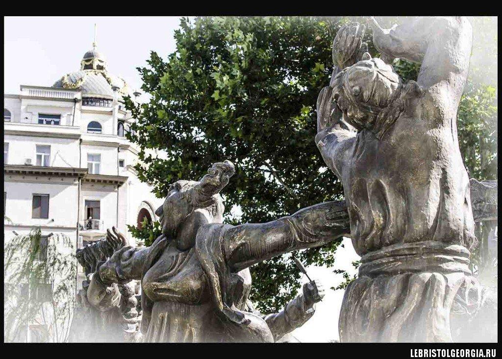 Памятники в Тбилиси