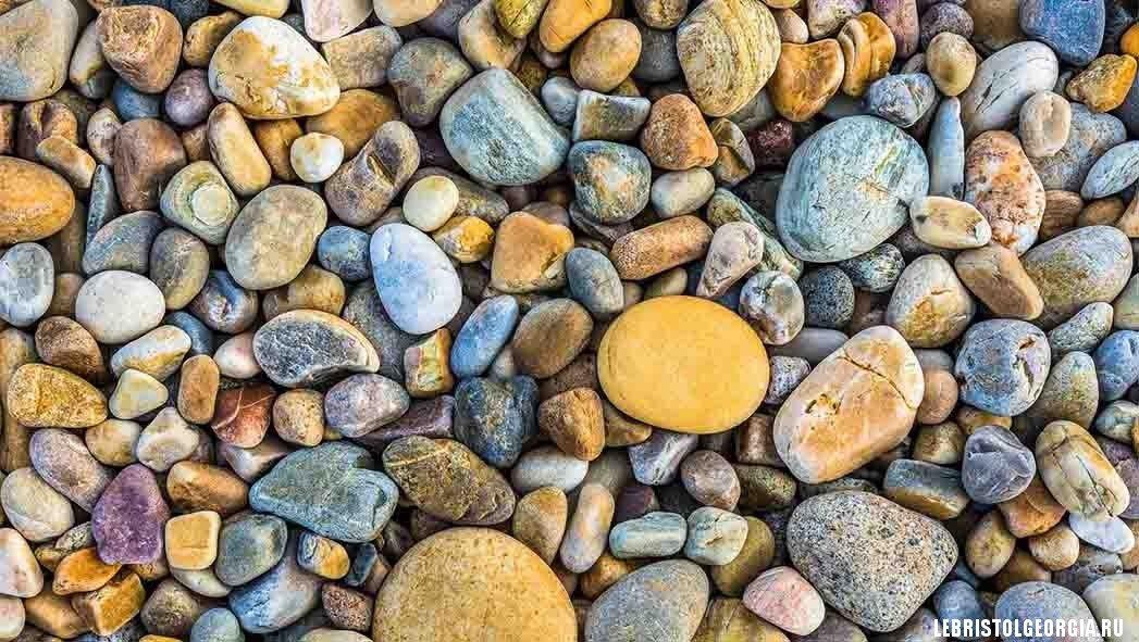 камушки на море Грузии