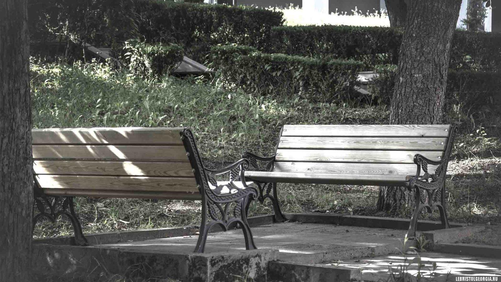 парк у дворца Романовых в Боржоми