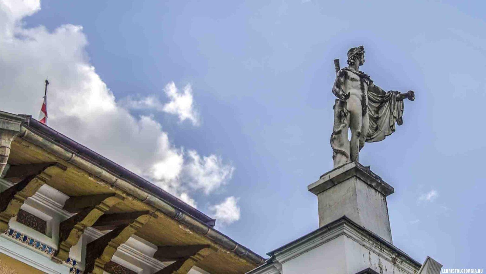 скульптура дворец Романовых Божоми